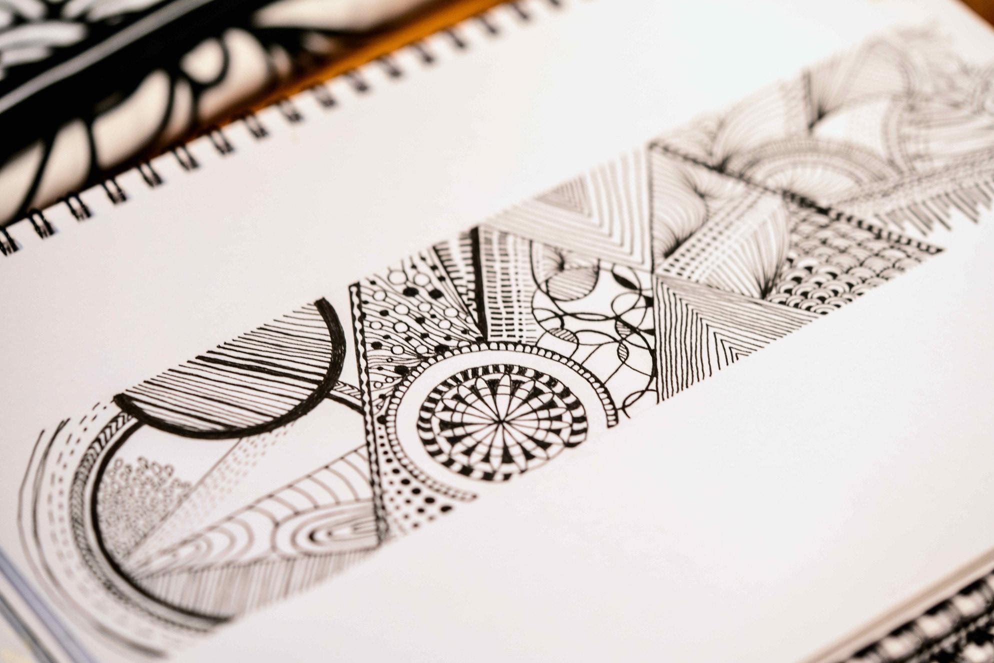 プロダクトデザインブランドmonmecci(モンメッチ)のデザイナー菊池さんのノート,幾何学模様のイラスト