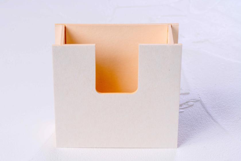 牛乳パック等のリサイクル再生紙ミルクラフトで作った紙箱
