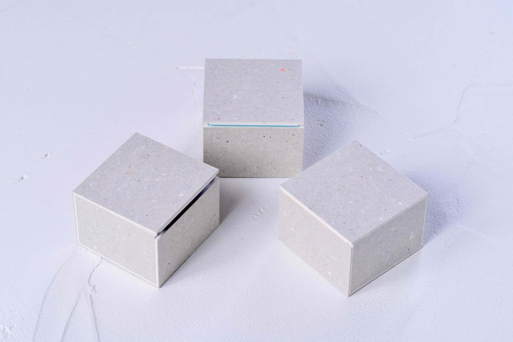 モリタのミニマムスペースボックス3,グレーの小さな紙箱