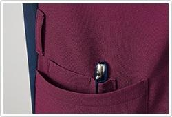両脇ポケット(右のみペン差しポケット付)