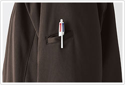 左袖のペン差しポケット