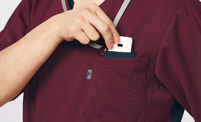 左胸ポケット内にPHSポケット付