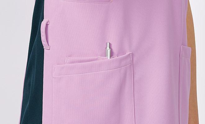 右腰ポケットには中ポケットがついています。