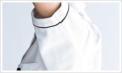一枚布の立体的な袖で上半身のびのび。