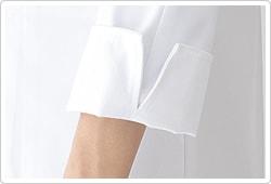 袖口スリットで折り返しに便利。