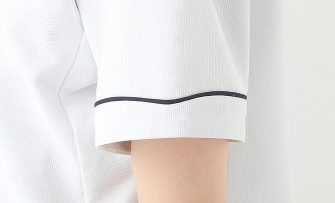 衿もとのラインと同じデザインで統一感を。