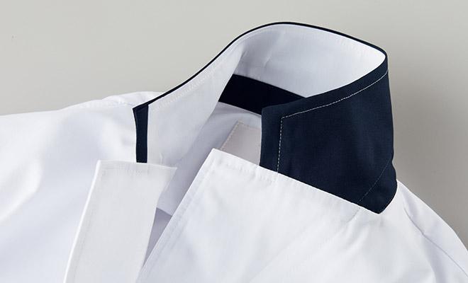 上衿の裏側もネイビーカラーです。