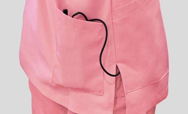 持ち運びに便利なインカムが入るポケットが右背面に付いています