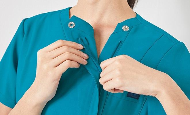 羽織るタイプは、かぶるタイプに比べて着脱がしやすく、メイクなどが付きにくいのも特徴です
