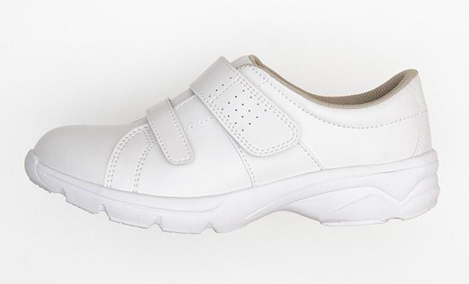 足入れしやすい履き口形状と大きめなマジックテープ仕様で脱ぎ履きがラクラクです