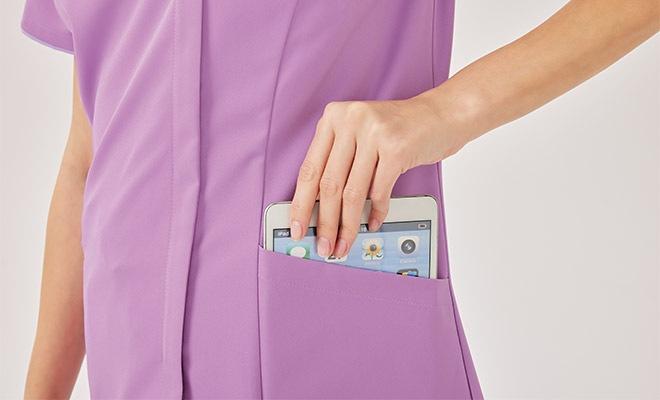 タブレットが入るサイズの左右ポケット付き