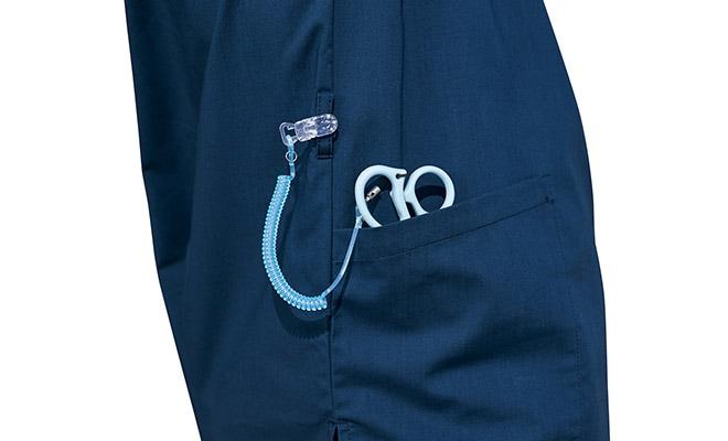 ループ付きの右腰のポケット