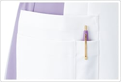 右腰ポケットは二重仕様になっており、用途別に使用できます