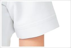 袖口とポケットにはさりげなくポイントにした切り替えダブルステッチを採用しました。
