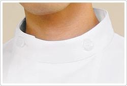 透明なフレームの中にフロストホワイトを配したボタンを採用。
