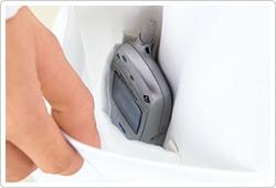 右腰ポケットには内ポケット付で、小物の分別収納が可能