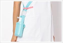 右腰上部の箱ポケット口付属ループは、テープを通したり、ポーチの紐などをまとめることも出来ます。