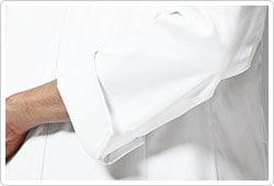 スリット入りの袖口