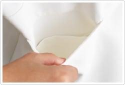底が無く細いポケット内に埃が溜らない衛生的なスルーポケットを両腰ポケット内に。