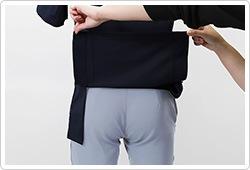 底が無く、細いポケット内に埃が溜まらない、衛生的なスルーポケットを左腰の内ポケットに。