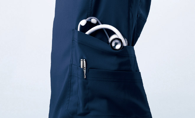 片側ファスナー仕様の両腰ポケット