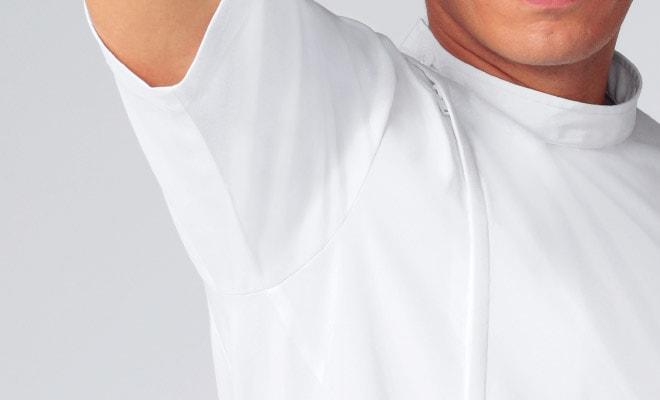 腕の上下運動に対して不快な突っ張り感を軽減し、よりスムーズな動きをサポートします。