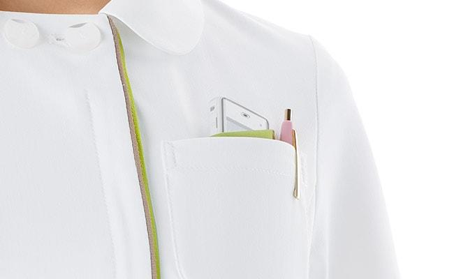 左胸ポケットは便利な二重仕様