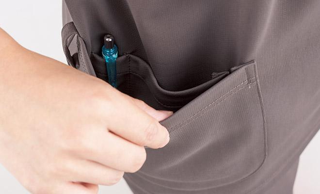 底が無く、細いポケット内に埃が溜まらない、衛生的なスルーポケットを右腰の内ポケットに採用。