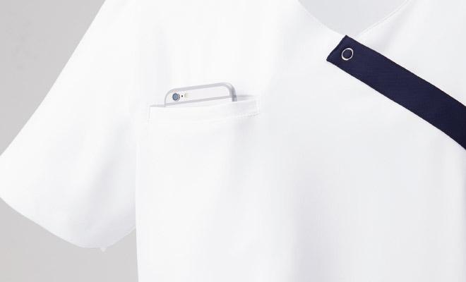 右胸に携帯・PHS・スマートフォンもすっぽりとおさまるポケット付。