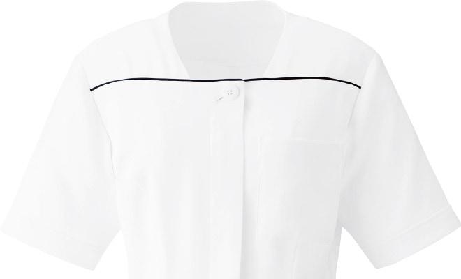 衿元の美しい直線パイピング使い。