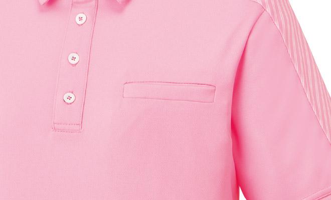 左胸には、小物の収納に便利なポケット。