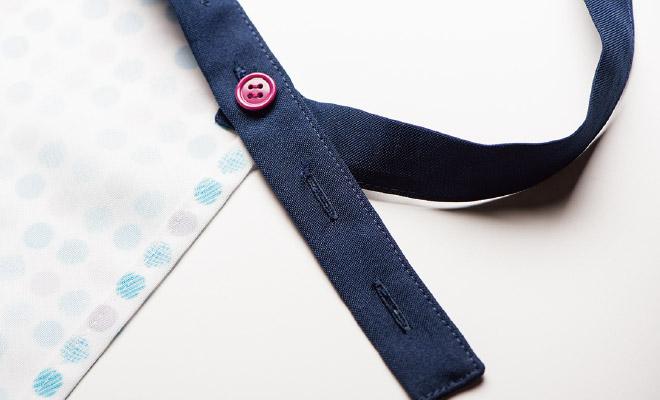 肩ひもの長さを調整できるボタン付き。