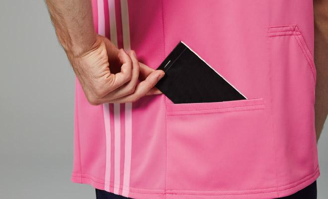 背面の両腰にポケット付。物を入れても作業の邪魔になりません。