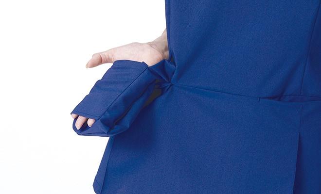 底が無く、細いポケット内に埃が溜まらない、衛生的なスルーポケットを両腰の内ポケットに。