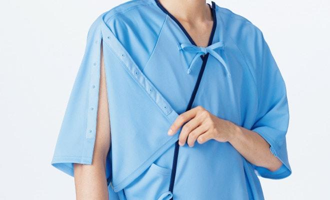 肩・袖・脇はテーピースナッパーで開閉が可能。寝たままの状態でも着脱がスムーズに行えます。