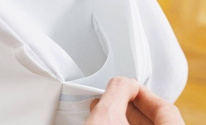 底がなく、細いポケット内に埃が溜まらない、衛生的なスルーポケットを両腰の内ポケットに。