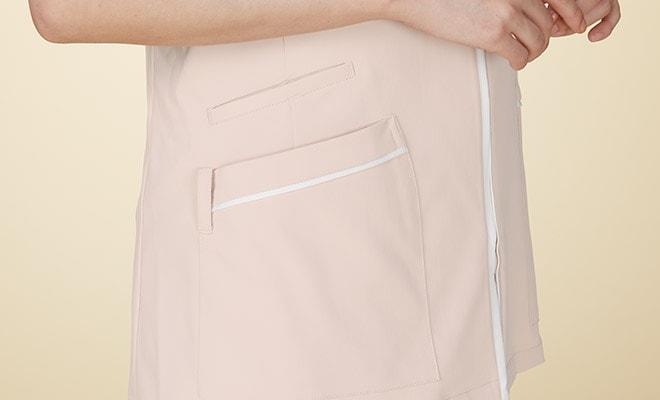 右脇と両腰にポケット付。右腰ポケットには、ループ付で時計等頻繁に使うものの取り付けが可能。
