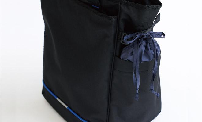 コンパクトに収納できる収納ポーチ。バッグの脇ポケットにも簡単に収納できる大きさです。