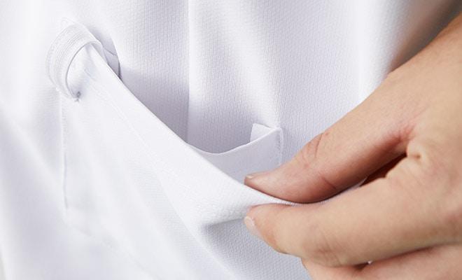 両腰の内ポケットは、底が無く、細いポケット内に埃が溜まらない、衛生的なスルーポケット。