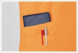 用途別に整理して収納できるダブルポケットを採用。