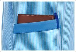 深くてたっぷり入るポケットを右背面に配置。仕事道具が収納でき、動きを妨げません。