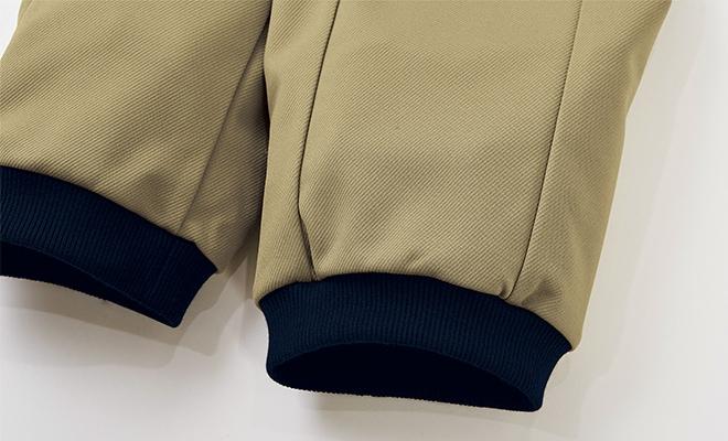 ウエストと同様に裾にもフライスを採用。裾口をソフトに締めて動きやすさをサポート。