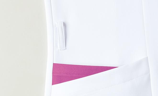 右脇には落とし物を防ぐ便利なキーループ付き。