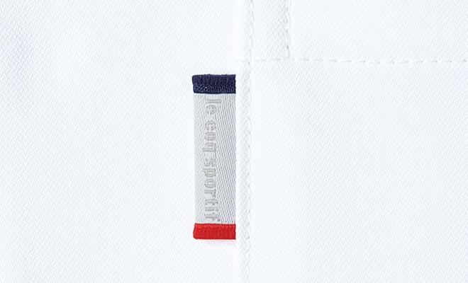 胸ポケットには、ブランドオリジナルピスネーム付き。