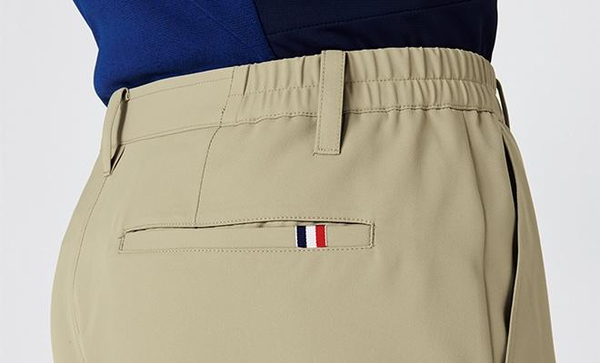 右後ろのポケットには、トリコロールカラーのテープでアクセントを加えました。