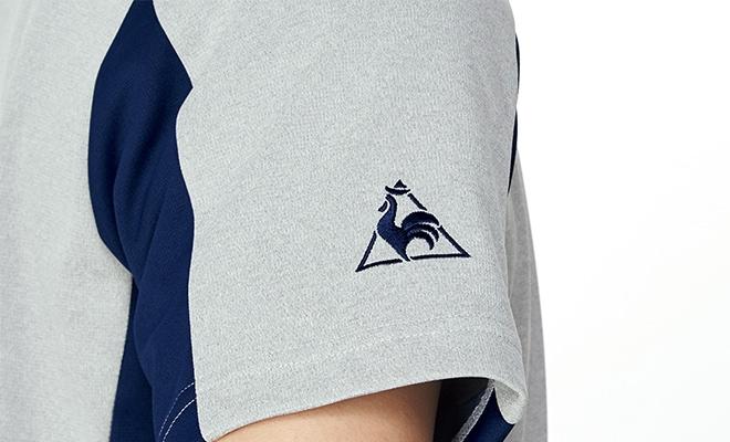 右袖にロゴ刺繍