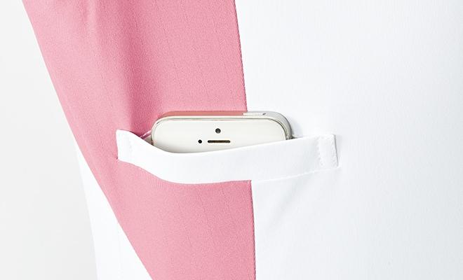 右脇下には、スマートフォン、PHSを収納可能なポケット付き。
