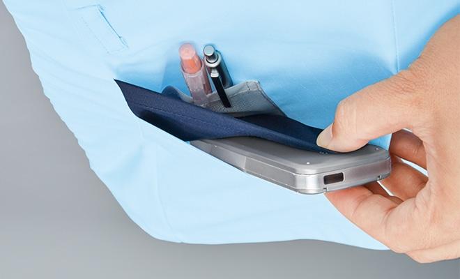 両裾ポケットは2重ポケットになっており、さらに右ポケット内側には筆記具等を整理して収納可能な小ポケット付き。