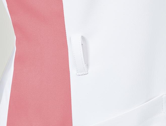 右脇には落としものを防ぐ便利なキーループ付き。
