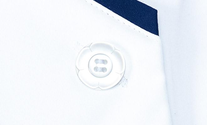 花モチーフボタンと斜めにあけたボタンホール